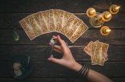 Kartenlegen mit dem Crowley Tarot Foto: ©  n_defender @